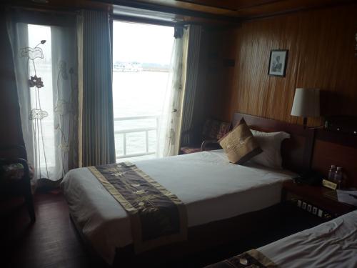 ハロン湾エモーションラベラボート1泊2日ツアー - アジアンテイストボート