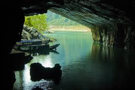 専用車ベトナム第5の世界遺産 フォンニャ洞窟