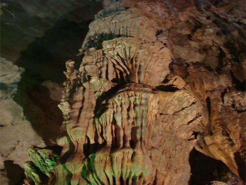 ベトナム第5の世界遺産 フォンニャ洞窟混載ツアー