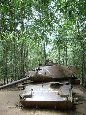 ベトナム最大級の戦争テーマパーク!半日で行けるクチトンネルツアー(午前発)