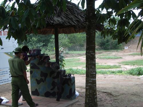 ベトナム最大級の戦争テーマパーク!半日で行けるクチトンネルツアー(午後発)